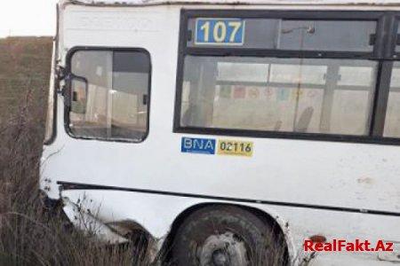 Bakıda marşrut avtobusu ilə minik avtomobili toqquşub, 6 nəfər yaralanıb